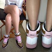 shoes,bella thorne,nike,nike shoes,nike sneakers,pink,leopard print