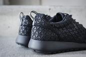 shoes,nike,nike roshe run,black,running shoes,sneakers