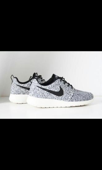 shoes black white grey nike roshe run dots