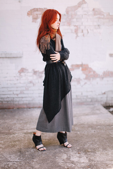 sea of shoes blogger scarf cardigan fall outfits skirt boho chic Belt heels