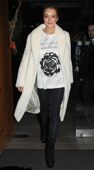 t-shirt top lindsay lohan fall outfits coat fur fur coat