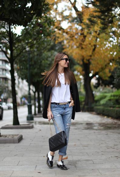 casual blogger b a r t a b a c blazer oxfords white t-shirt ripped jeans