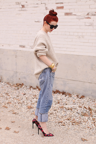 sea of shoes blogger bun oversized sweater red heels boyfriend jeans sweater jewels shoes