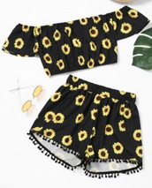 romper,shorts,black,girly,two-piece,matching set,crop tops,crop,cropped,yellow,sunflower