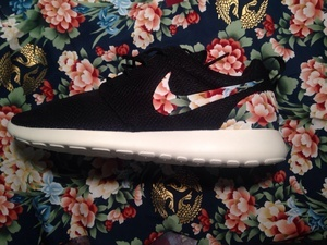 Azkicks890 — men's black floral roshe