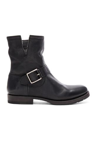 boot short black shoes