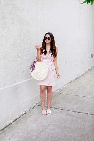 kendi everyday blogger dress shoes round bag pink dress mules summer outfits