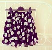 skirt,daisy print,floral,flowers,floral skirt,flowy,daisy,skater skirt,shirt,daises,daisy skirt,floral skater skirt,fashion,white,black