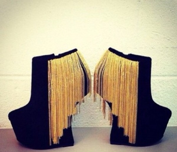 shoes gold litlle chains hanging gold black sexy nightlife heels