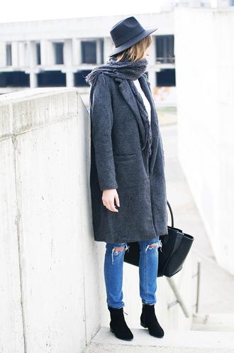 katiquette blogger fedora grey coat grey scarf