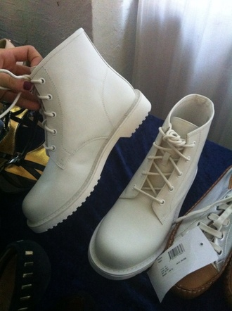 jeffrey campbell drmartens white boots boots shoes sneakers instagram blogger