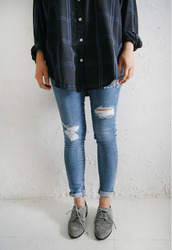 jeans,ripped,acid wash,shoes,flannel shirt,ripped jeans,blouse,skinny jeans,derbies,grey booties,cuffed,grey,oxfords,jeans blue skinny ripped,shirt,lovely,have this,blue,hipster,sweet,top,women,chemises,folder,brogue shoes,indie,cute,boho,tumblr,pretty,blue jeans,pants,suede shoes
