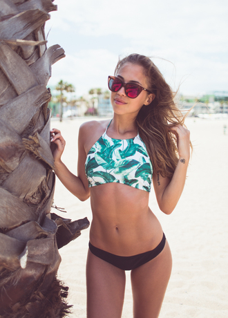 kenza blogger bikini top palm tree print mirrored sunglasses beach