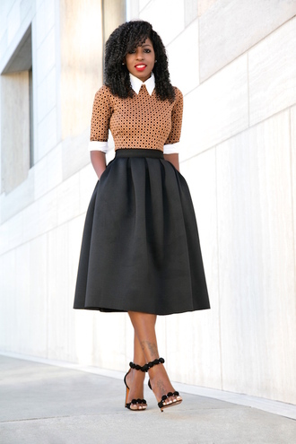 blogger dress printed shirt midi skirt black skirt black sandals office outfits