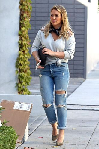 sweater top fall outfits hilary duff pumps streetstyle jeans ripped jeans