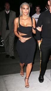 dress,nyfw 2017,ny fashion week 2017,black dress,black,sandals,kim kardashian,kardashians,asymmetrical,cut-out,cut-out dress
