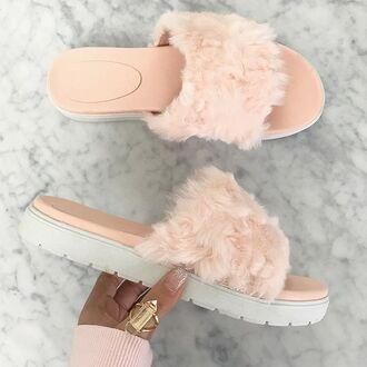 shoes pink faux fur faux fur slippers slip-ons sandals