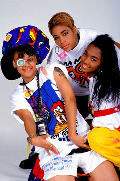 shorts floppy hat hat swag t-shirt tlc crop tops glamgerous band t-shirt