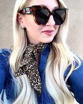 sunglasses,brown sunglasses,scarf,shirt,blue shirt