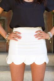 skirt,clothes,scalloped skirt,scalloped,white skirt,white shorts,mini skirt,stacked bracelets,bracelets,spikes