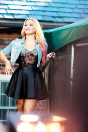 shirt,demi lovato,bustier,lace bustier,black,sparkle,see through,gorgeous,skirt,leather,fashion,style,stylish,cute,chic,fashionista,divas,high waisted skirt,jacket,tank top