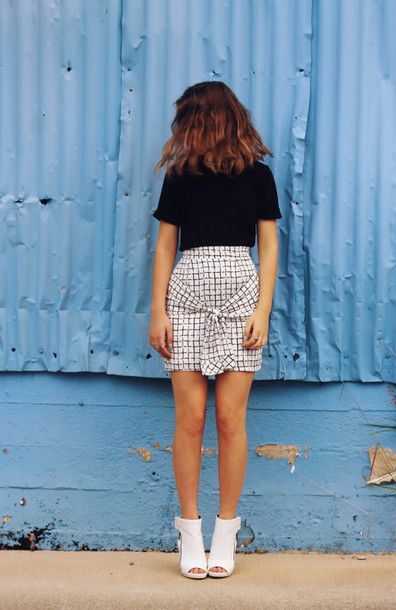 views of now blogger top skirt shoes