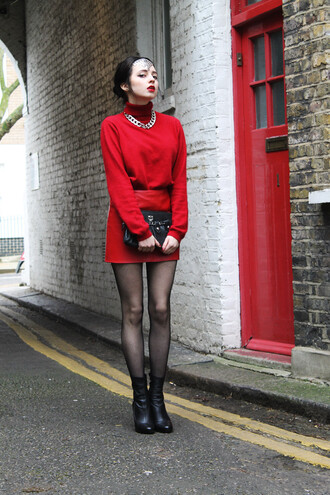 ams la la land blogger red sweater red skirt black boots chain