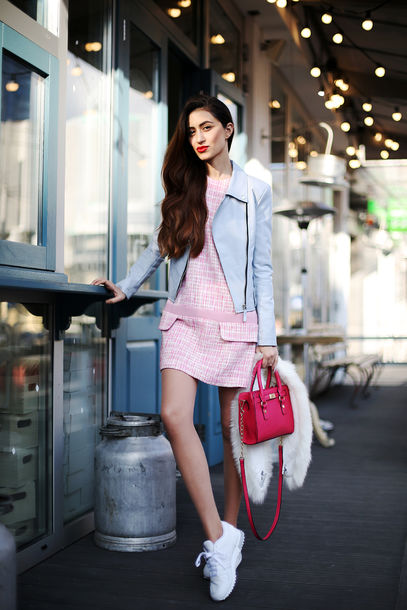 tina sizonova blogger jacket light blue pink dress white sneakers