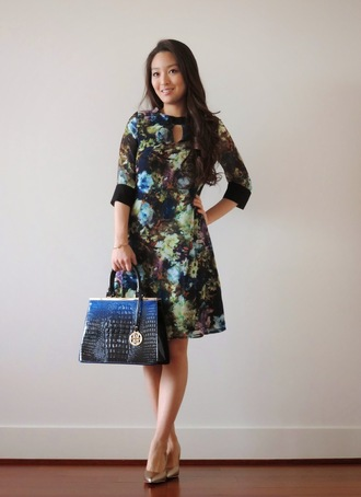 sensible stylista blogger bag roses floral dress three-quarter sleeves classy