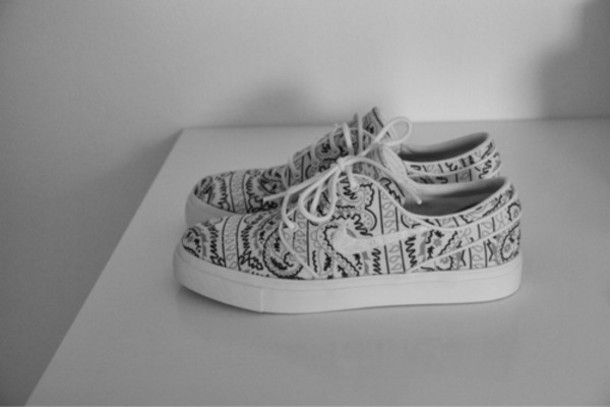4760ba443223 shoes black and white nike black white pattern nike running shoes  streetwear style sneakers cute paisley