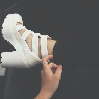 shoes blanches high heels beautiful shoes