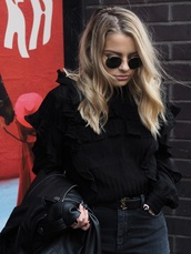 sweater,sung,tumblr,black sweater,ruffle,ruffle sweater,jeans,black jeans,belt,round sunglasses,jacket,black jacket,leather jacket,date outfit,blonde hair,wavy hair