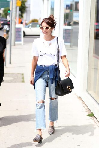 t-shirt top jeans emma roberts streetstyle sunglasses