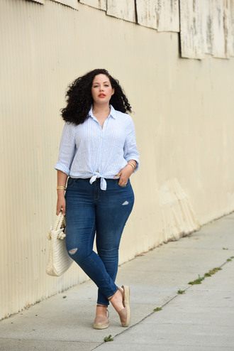 girl with curves blogger shoes shirt jeans bag jewels make-up plus size jeans ripped jeans plus size curvy striped shirt blue shirt spring outfits white bag
