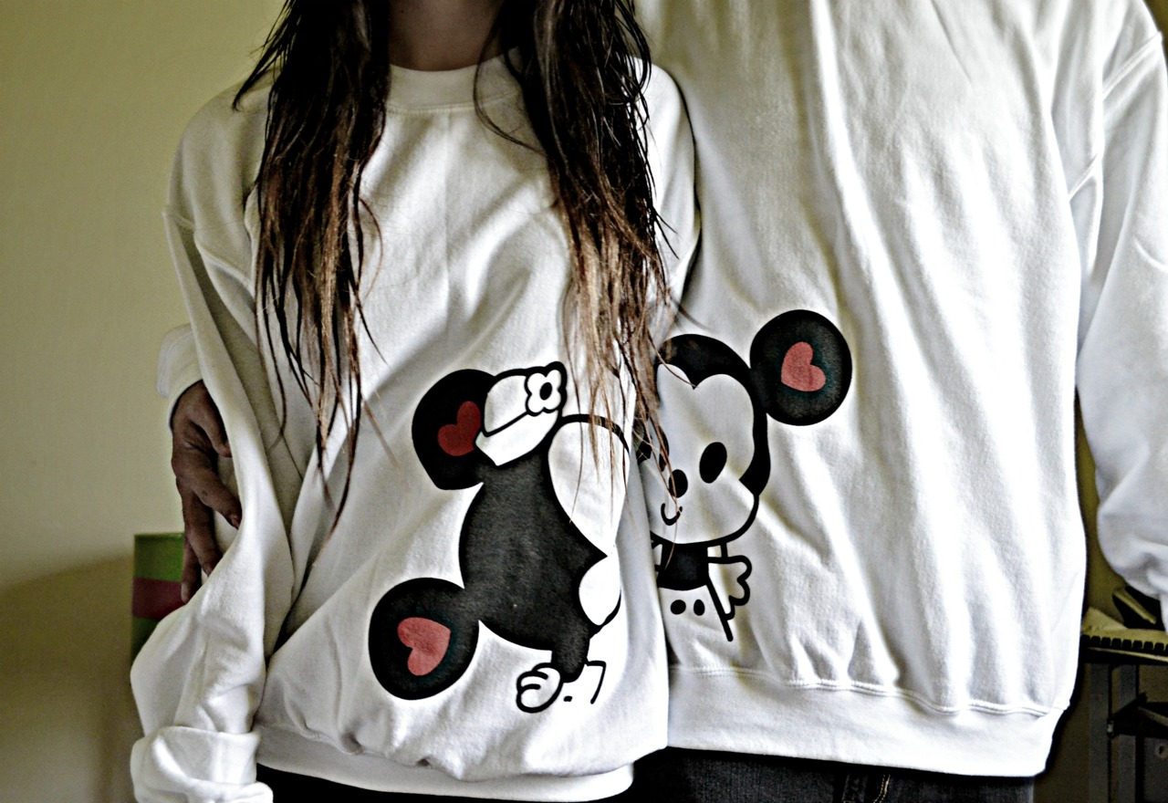 MICKEY AND MINNIE MATCHING COUPLE SWEATER on The Hunt