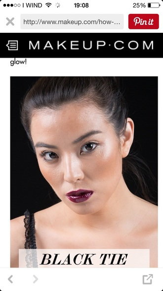 make-up burgundy purple oxblood lipstick dark lipstick dark lips blush contour contouring tan tanned white highlight highlighter