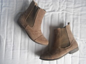 shoes,taupe,chelsea,boots,brown,suede,chelsea boots