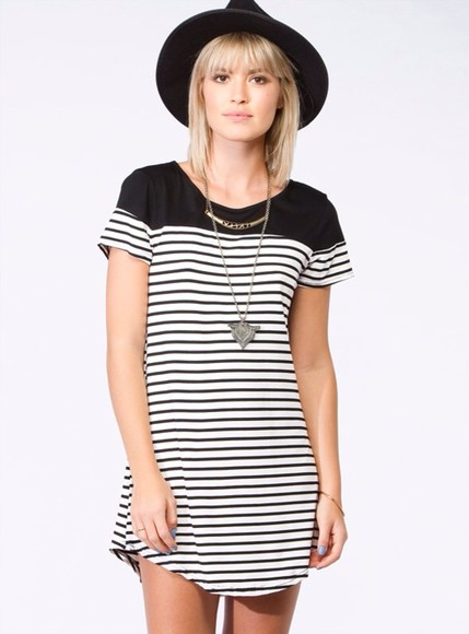 stripes dress black white silver striped gold black and white hat fedora necklace jewelry stripe dress striped dress