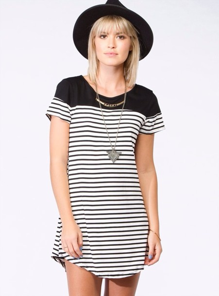 fb666c3439 dress stripes stripes black white black and white hat fedora necklace  silver gold jewelry striped dress
