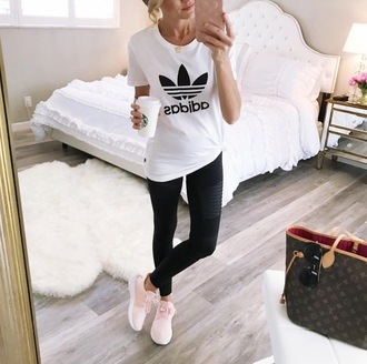 t-shirt adidas jersey tee sneakers louis vuitton tote bag blogger blogger style yoga pants running shoes leggings
