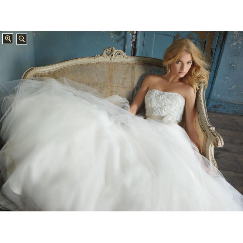 Jlm Couture Wedding Dresses With Pockets: JLM Couture AV9062 Bridal Gown (2010) (JLM10_AV9062BG