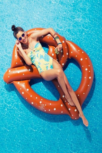 home accessory summer pretzel pool float pool party pool pool accessory beach free vibrationz