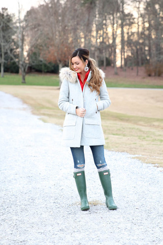 for all things lovely blogger fur collar coat duffle coat wellies hooded winter coat blue coat light blue ripped jeans blue jeans boots hunter boots green boots earrings
