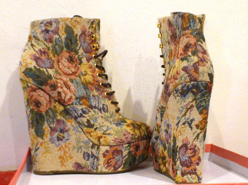 NWOB ASOS WEDGES IN TAPESTRY FLORAL Jeffrey Campbell style sz UK5 / US7.5 / EU38