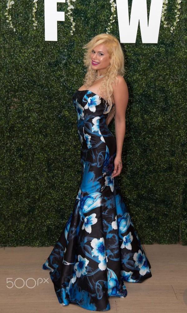 dress celebrity style celebrity long dress blue mermaid prom dress mermaid blonde hair fashion maria durbani durbani