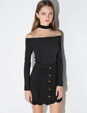 top,black top,off the shoulder top,choker top,party outfits,celebrity,kylie jenner,off the shoulder,celebrity style,streetwear,street goth
