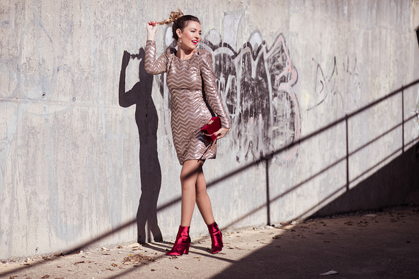 mi aventura con la moda blogger dress bag shoes jewels gold dress red bag ankle boots red boots party dress