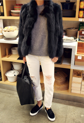 jacket fur jacket girl winter outfits white jeans black shoes black bag bag shoes grey jeans ripped jeans white