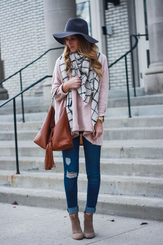 twenties girl style blogger sweater jeans shoes bag scarf jewels hat fall outfits felt hat handbag pink sweater ankle boots