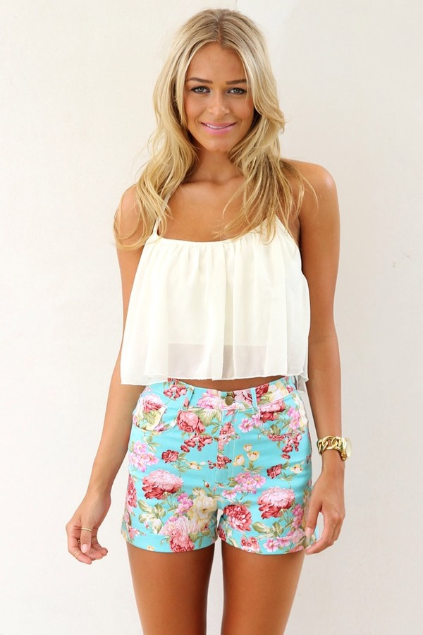 shorts flowered shorts crop top girlie shirt top